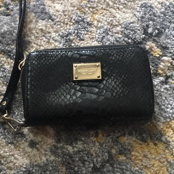 Michael Kors Handbags - Michael Kors wristlet zip wallet